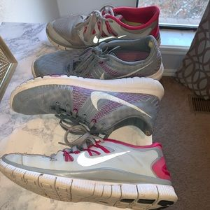 2 PAIRS OF NIKE SHOES WOMENS SZ 9.5